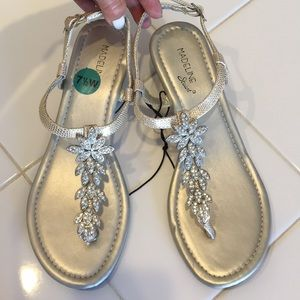 """NWT Beautiful GOLD BLINGY 1 1/2"""" T-Strap Wedge"""